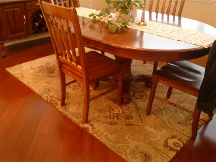 Dining room area rug size gbcn for Dining room table rug size